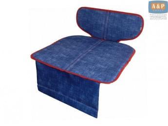 Защитный коврик (накидка) под детское автокресло-бустер. Цвет: джинс с красной окантовкой.
