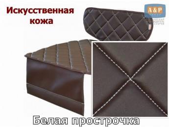 Защитный коврик (накидка) под детское автокресло-бустер. Искусственная кожа. Цвет: коричневый с белой прострочкой.
