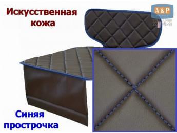 Защитный коврик (накидка) под детское автокресло-бустер. Искусственная кожа. Цвет: коричневый с синей прострочкой.