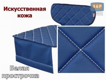 Защитный коврик (накидка) под детское автокресло-бустер. Искусственная кожа. Цвет: синий с белой прострочкой.