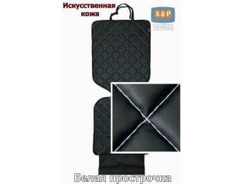 Защитный коврик (накидка) под детское автокресло. Искусственная кожа. Цвет: черный с белой прострочкой.