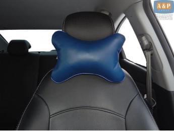 Подушка-косточка автомобильная под шею. Средняя. Материал: экокожа. Цвет: темно-синий.